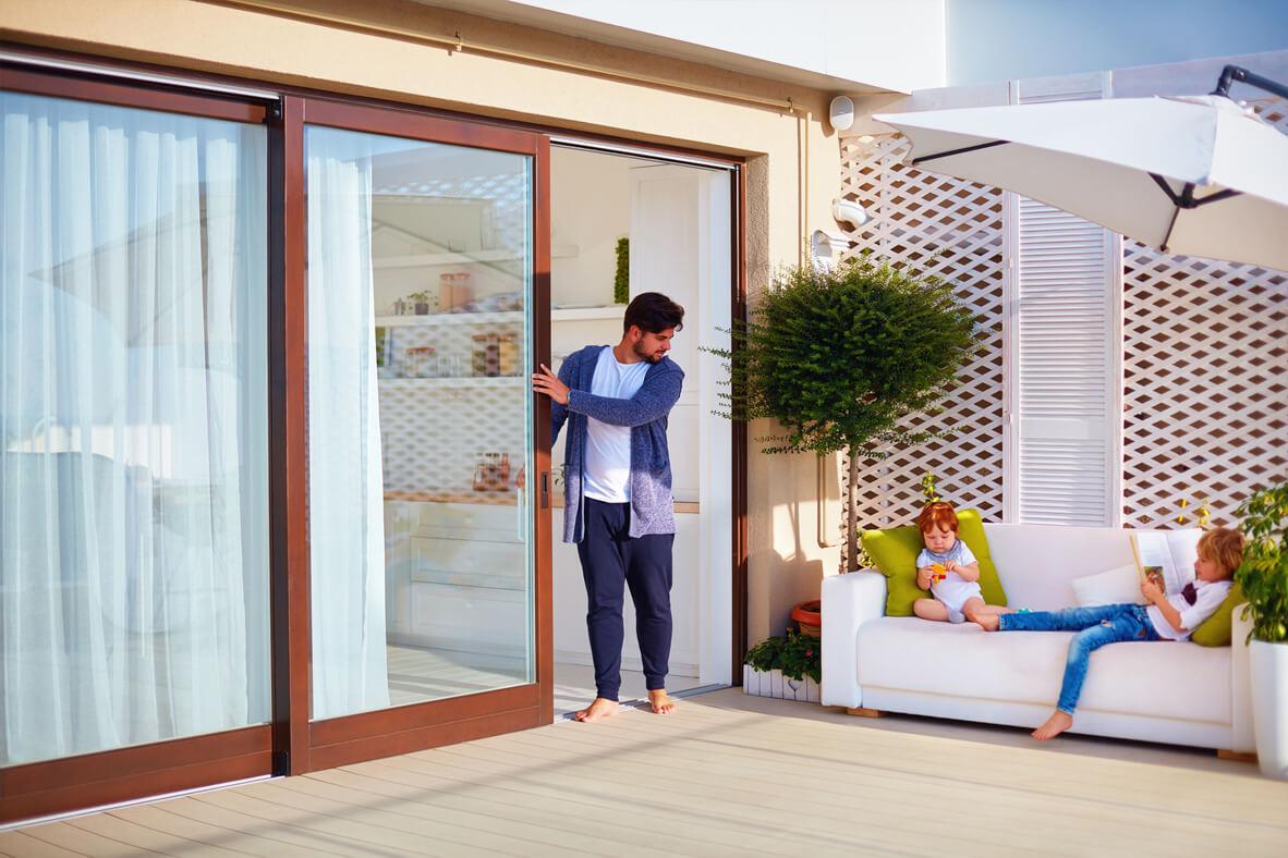 Praktyczne porady, jak wyregulować drzwi balkonowe