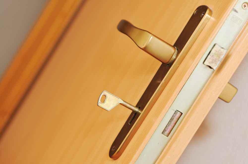 wygłuszenie i regulacja drzwi