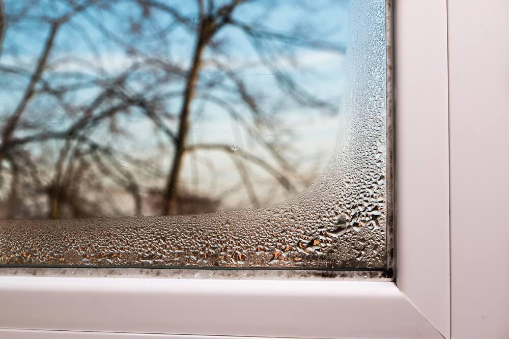 montaż okna zimą