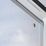 moskitiera w drzwiach balkonowych
